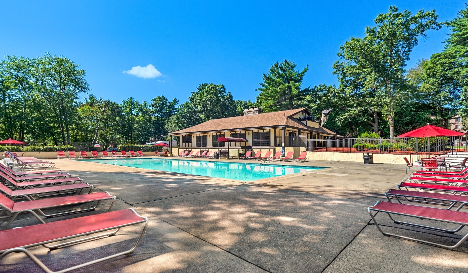 Royal Crest Apartments - Nashua NH - Pool